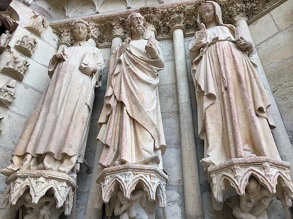 beelden-gevel-kathedraal-reims