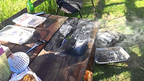 houten-tafel-bbq