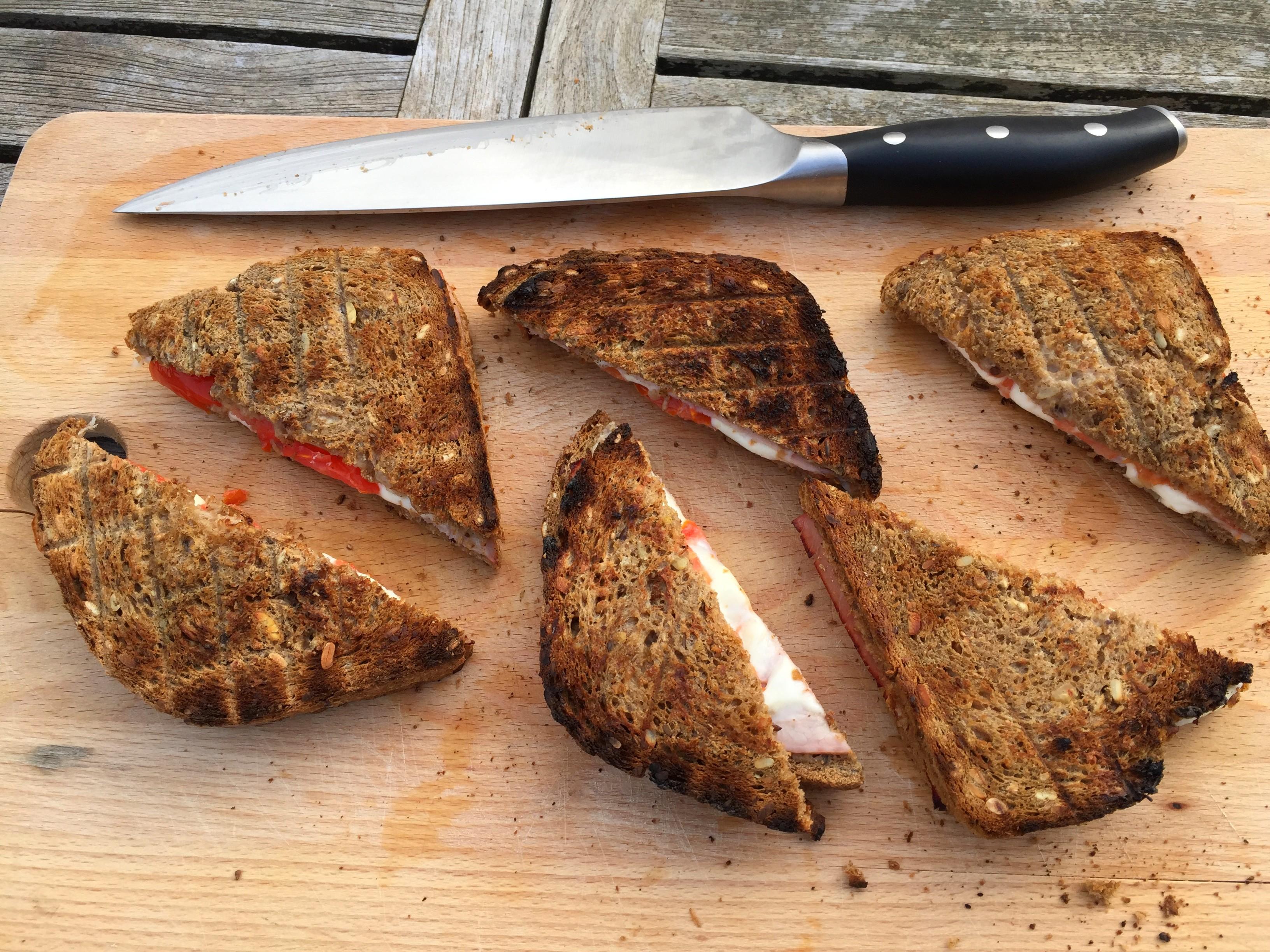 toast-mozarrela-tomaat-bbq