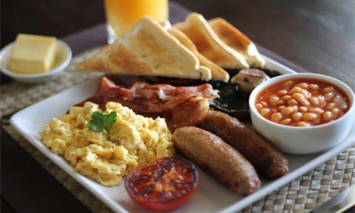 engels-ontbijt-spek-eieren