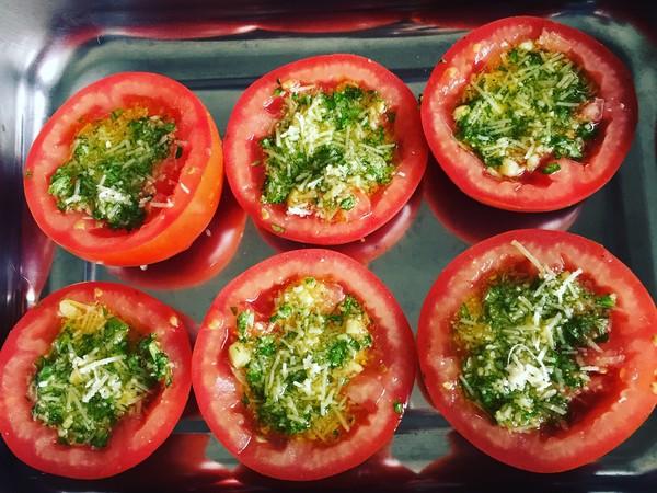 tomaat met look en peterselie