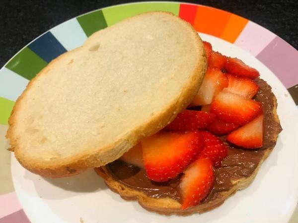 toast met aardbeien